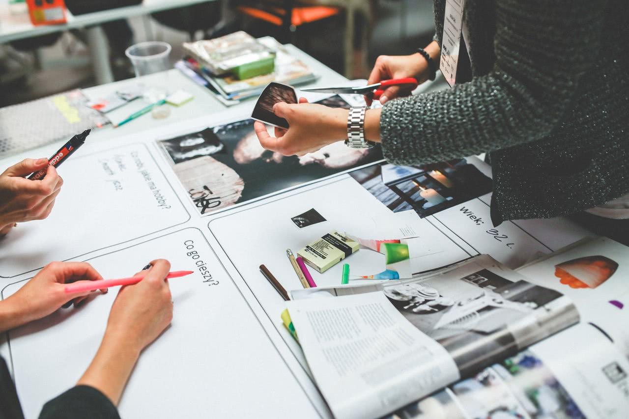 Designers e desenvolvedores devem seguir o que o cliente fala